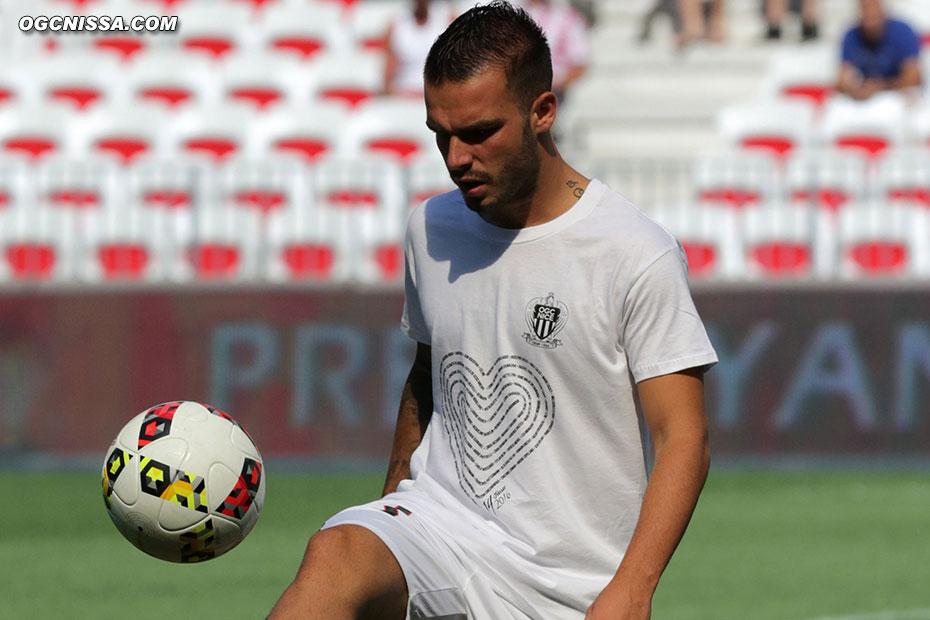 Comme Alexy Bosetti, tous les joueurs de cette rencontre portent un tee-shirt hommage lors de l'échauffement