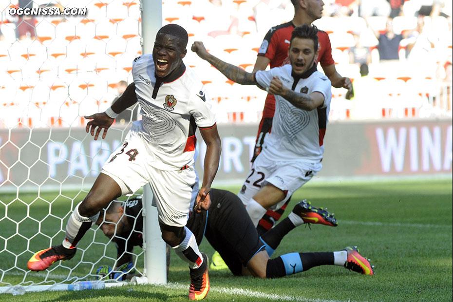 Malang Sarr ouvre le score de la tête, pour la plus grande joie d'Anastasios Donis