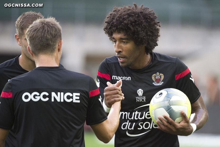 Dante Bonfim encourage ses partenaires pour cette première journée de L1 à St-Etienne