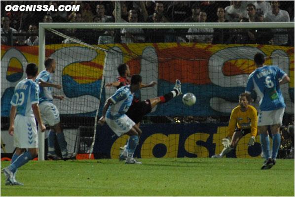 Vincent Hognon effleure le ballon et ouvre le score !