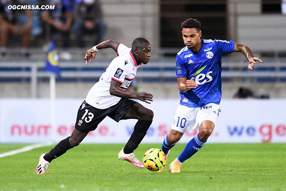 Hassane Kamara est titulaire en latéral gauche