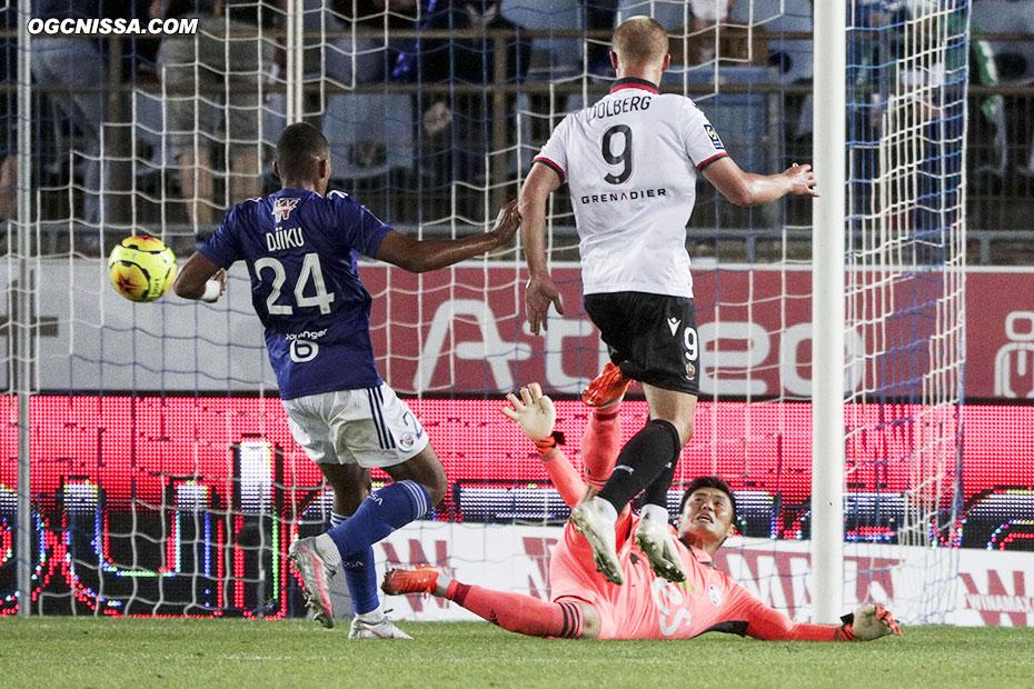 Kasper Dolberg double la mise d'un joli ballon piqué