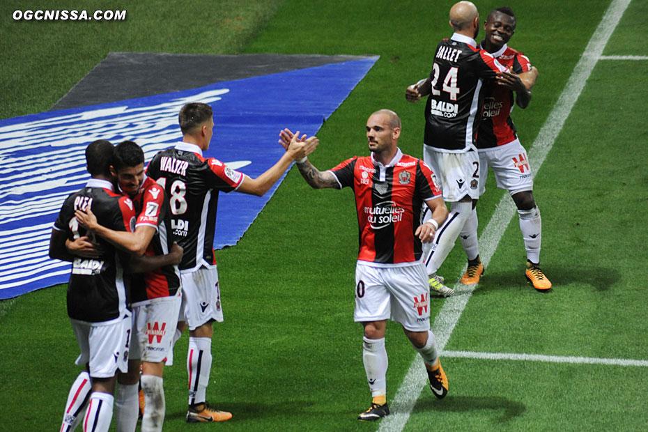Le groupe dont Wesley Sneijder vont féliciter le buteur