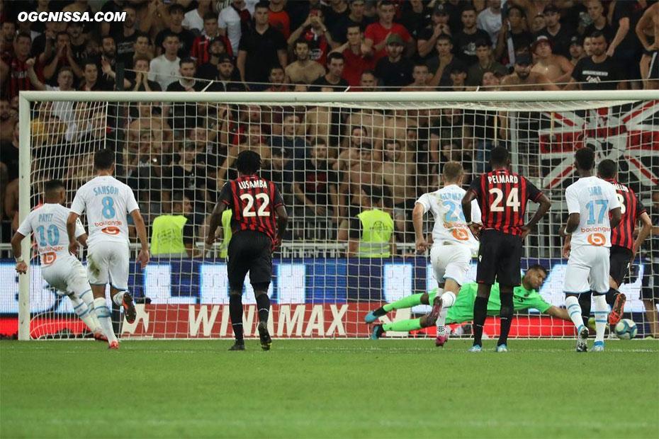 Mais Marseille prendre l'avantage sur un pénalty que Walter Benitez ne peut que dévier dans son but