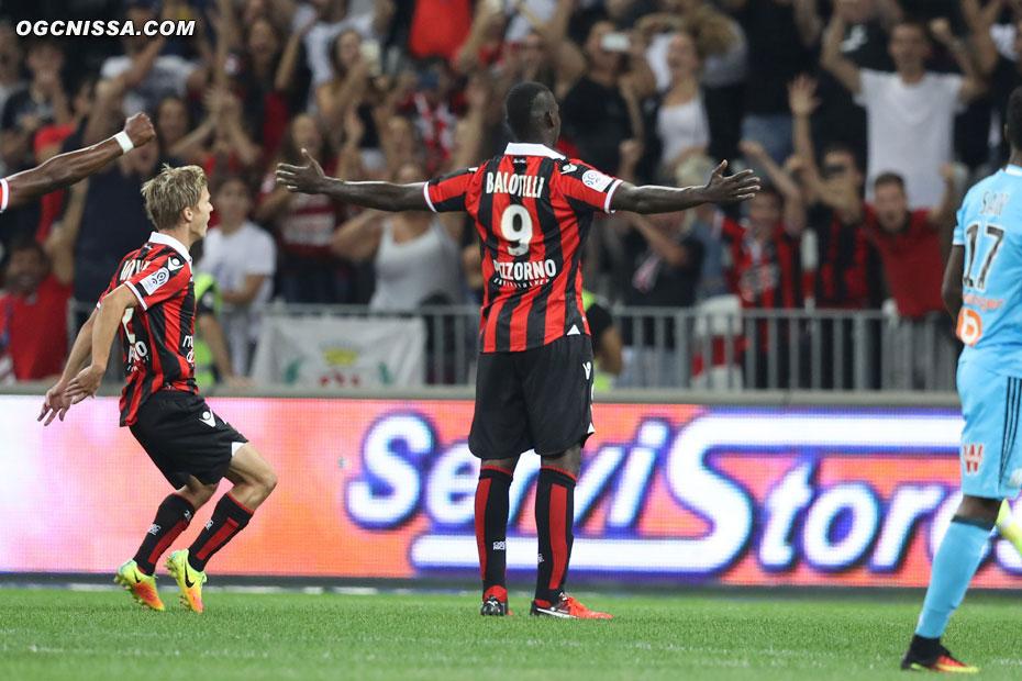 Le premier but de Mario Balotelli, pour la plus grande joie de Vincent Koziello