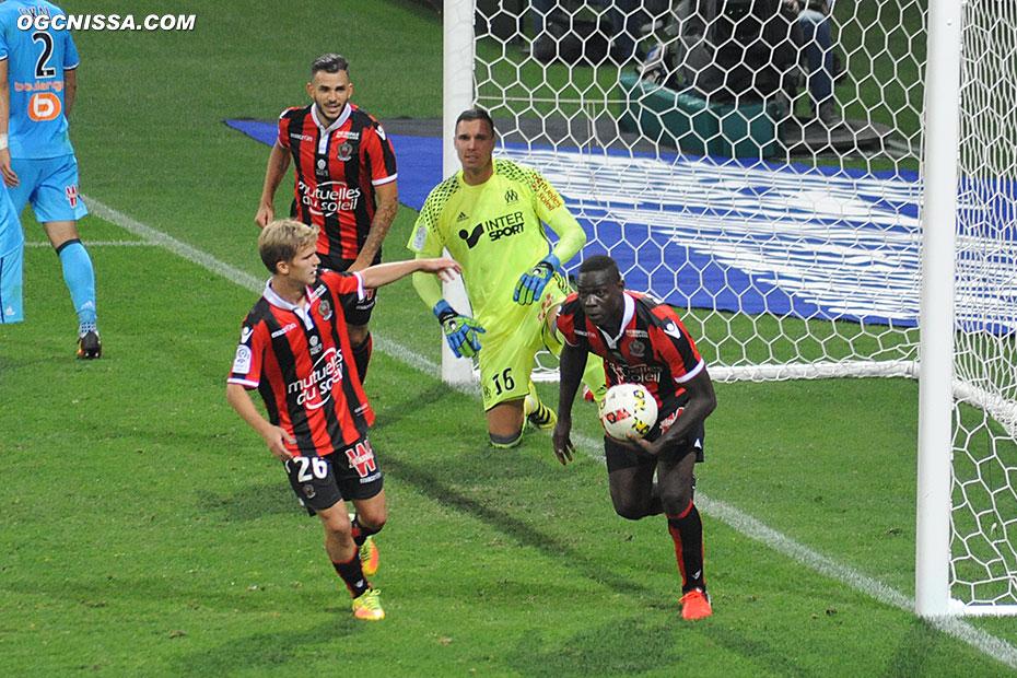 Mais Mario Balotelli égalise rapidement, devant Vincent Koziello et Valentin Eysseric