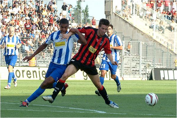 Match retour du 2e tour de la coupe Intertoto. Les Aiglons de Roland Linz ne peuvent l'emporter. 1 but partout score final, but niçois marqué par Varrault.