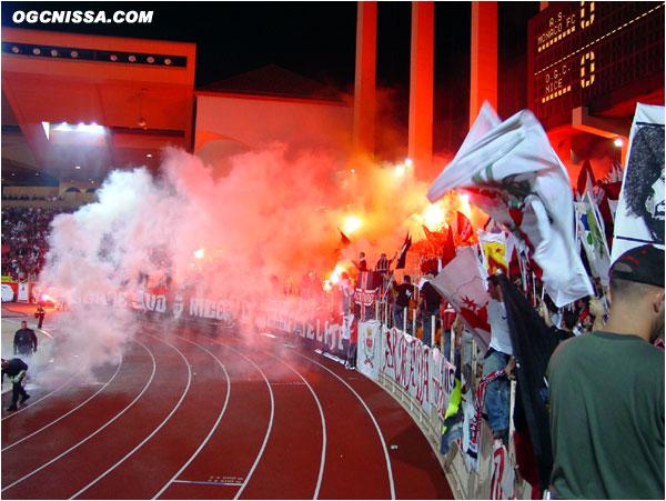 Comme d'habitude, le Stade LouisII est pris d'assault par les supporters Rouge et Noir de la BSN et ARN
