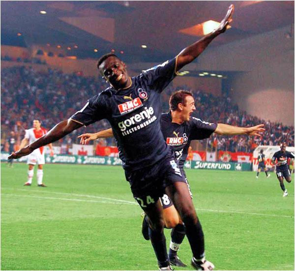 Superbe remontée de Nice, avec 3 buts inscrits par Victor Agali, ici avec Sébastien Roudet