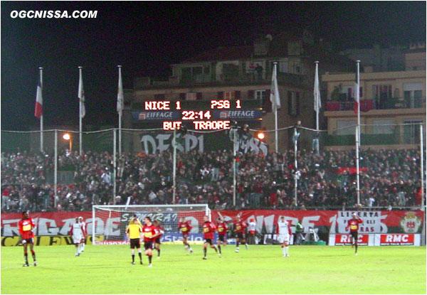 A peine rentré, Nice obtient un penalty. Sammy Traoré le tire et marque ! Match nul 1 but partout.