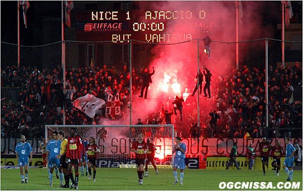 Ouverture du score par Vahirua face à Ajaccio. La BSN est en feu.