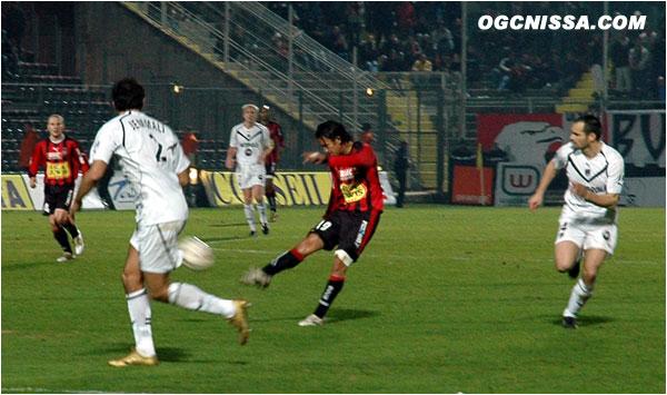Marama Vahirua marque l'un de ses plus beaux buts à Nice et corse l'addition : 2 à 0