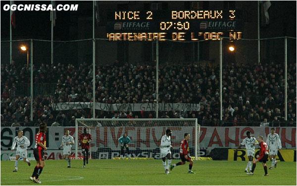 Mais les choses se gâtent pour Nice. Bordeaux marque par trois fois, et les supporters BSN réclament la tête de Grégorini.