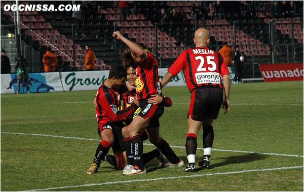 Après un match nul et vierge à Sochaux, les Aiglons reçoivent Metz. Une faute sur Honorato Ederson, et Marama Vahirua égalise pour Nice, score final 1 partout.