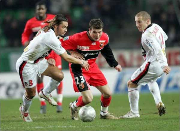 Nouveau naufrage 4 buts à 1 à Nice. Florent Balmont, ici avec José Cobos, sauvera l'honneur pour Nice