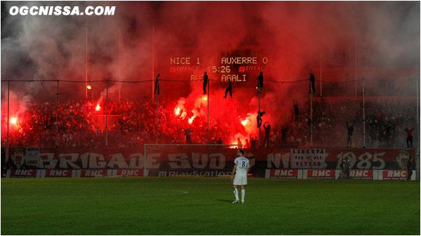 Après une victoire à Ajaccio, grâce à un but de Larbi, les Aiglons s'imposent à domicile face à Auxerre 1 à 0, par un but du très décrié Agali. C'est le feu en BSN.