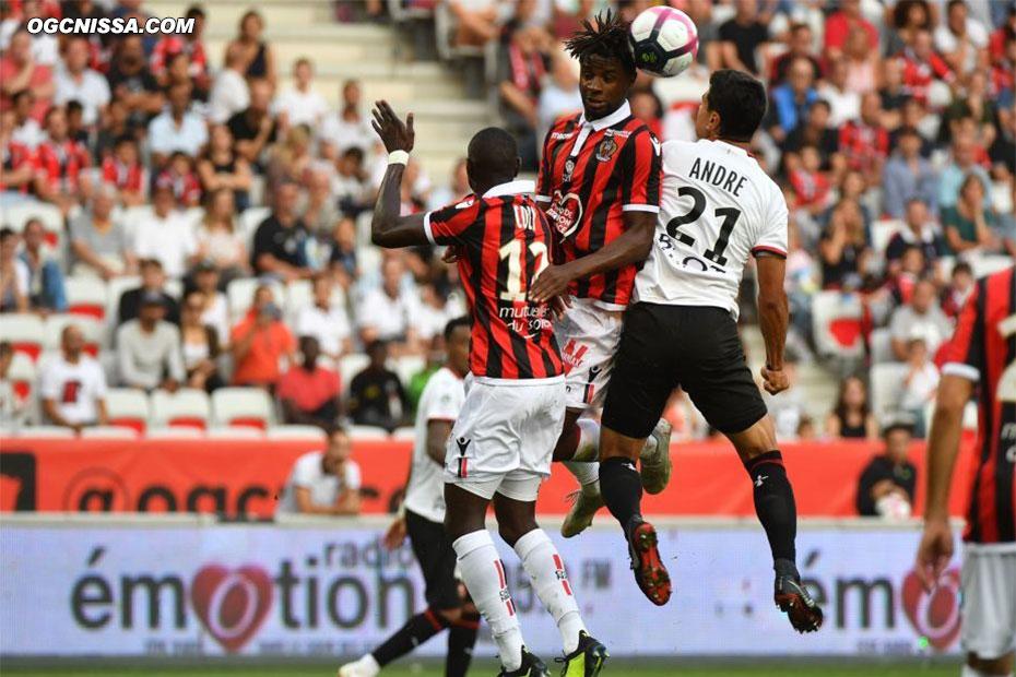 Adrien Tameze de la tête