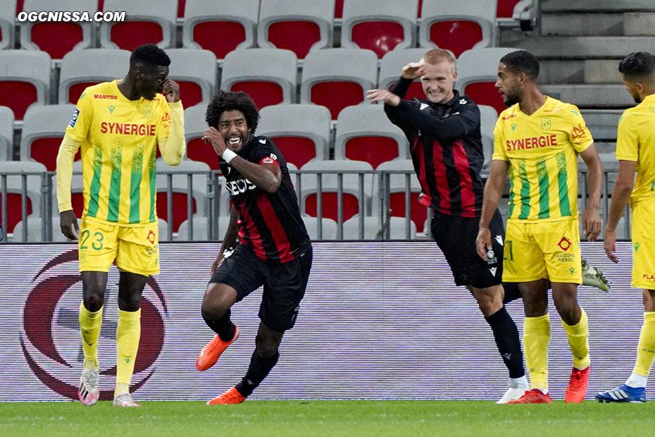 Dante Bonfim ouvre le score