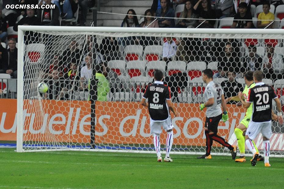 Angers ouvre le score