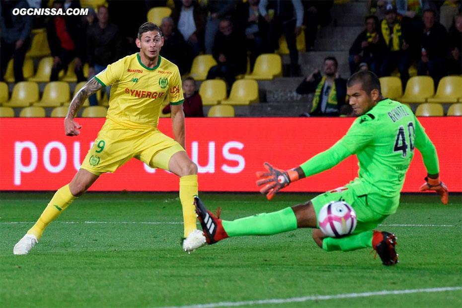 Emiliano Sala égalise pour Nantes sur la première occasion nantaise. Walter Benitez ne peut rien faire.