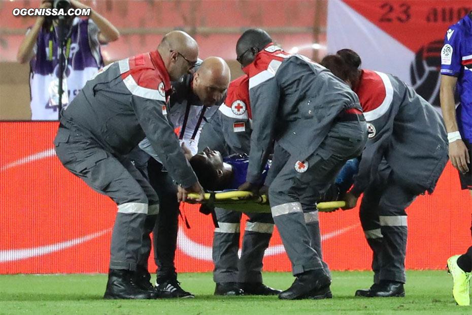 Le tournant du match avec la blessure d'Adam Ounas dans la surface monégasque, qui aurait mérité un penalty