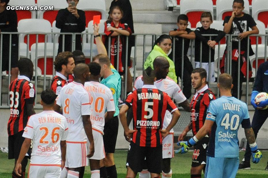 Balotelli se fait expulser dans les arrêts de jeu, pour un 2e jaune, mais il devrait être blanchit par la LFP