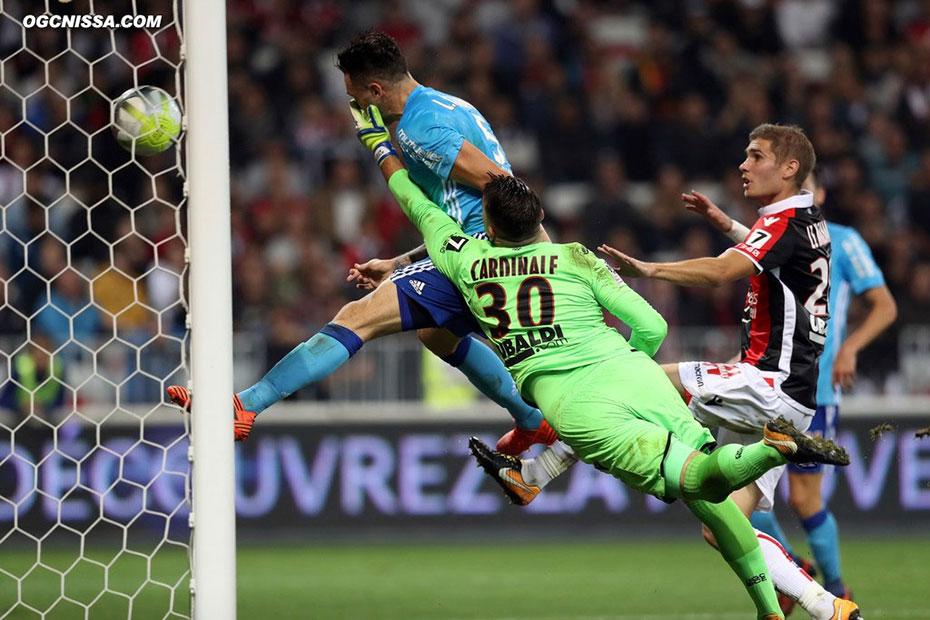 Juste avant la pause, Marseille prend l'avantage. 2-3