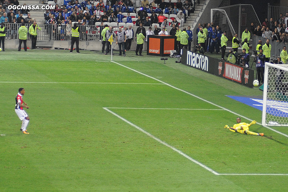 Alassane Pléa manquera un pénalty en fin de match