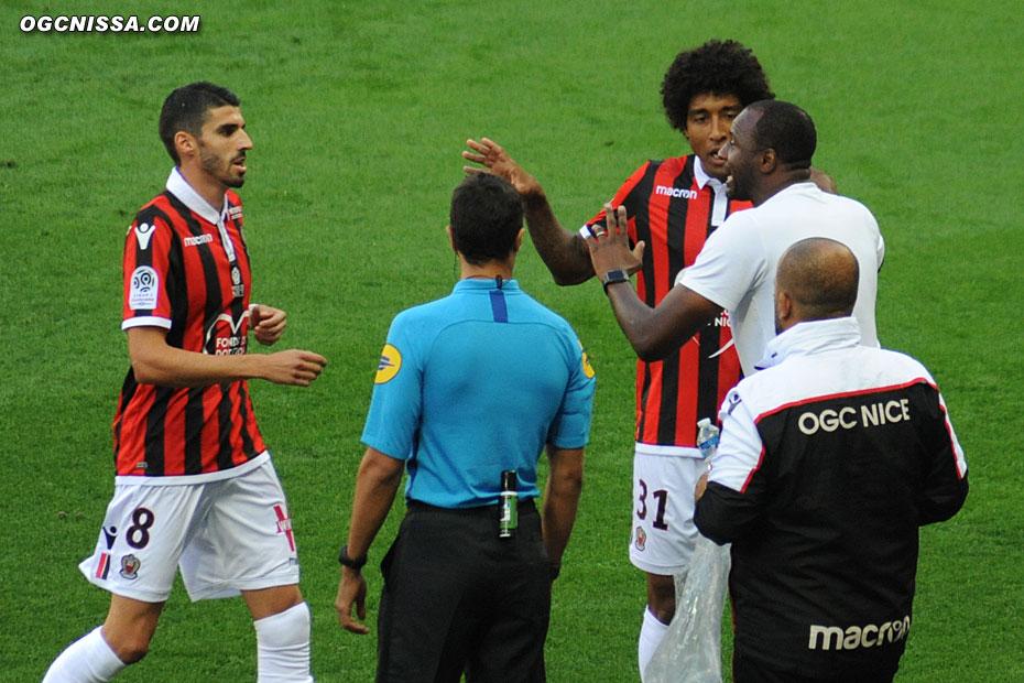 Patrick Vieira donne ses consignes à Dante Bonfim et Pierre Lees Melou