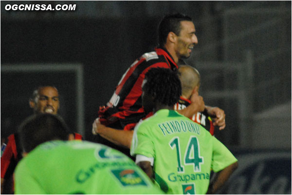 Le 2e but de Hellebuyck cette saison après celui marqué à Marseille