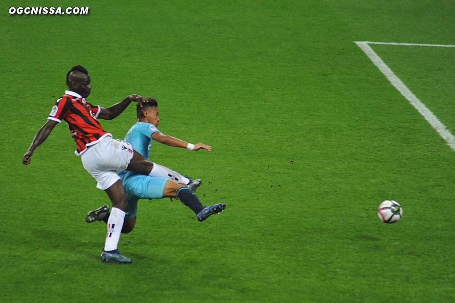 Frappe de Mario Balotelli