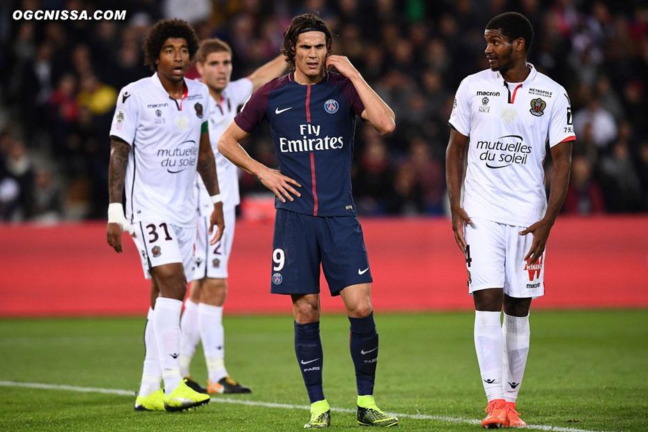 Maxime Le Marchand, Dante Bonfim et Marlon Santos sont en défense centrale
