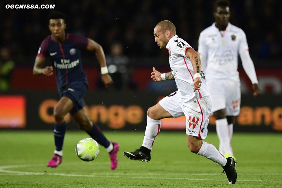 Wesley Sneijder est titulaire devant avec Balotelli