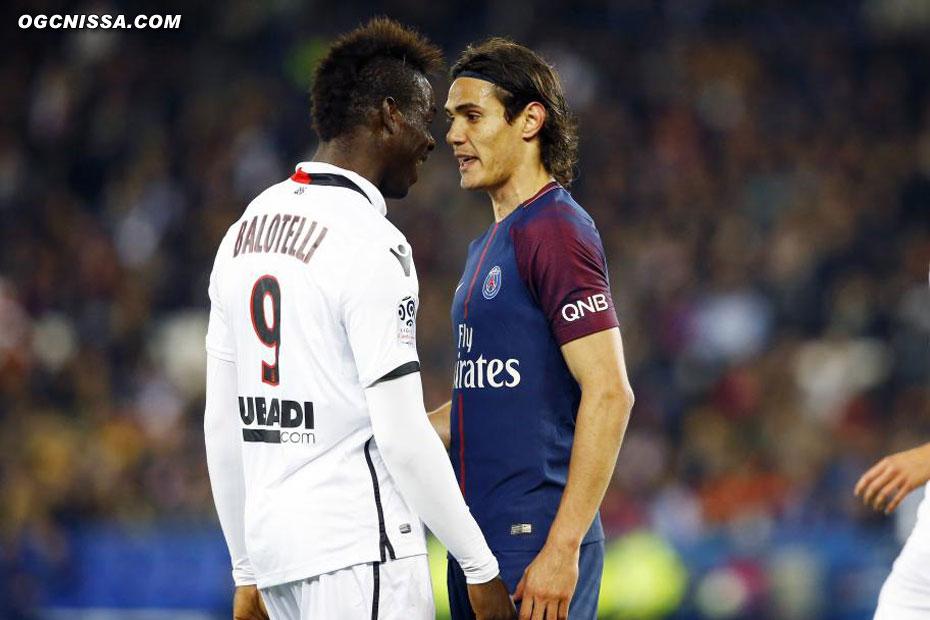 Petit tête à tête entre Mario Balotelli et Edinson Cavani
