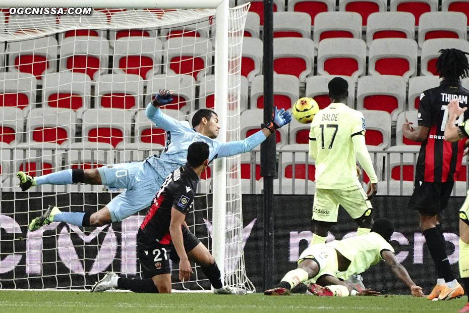 Dans les buts, l'indéboulonnable Walter Benitez