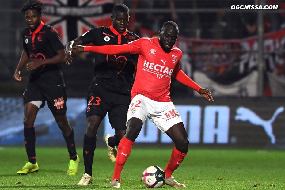 Adrien Tameze et Malang Sarr à la lutte avec l'ancien aiglon Sada Thioub