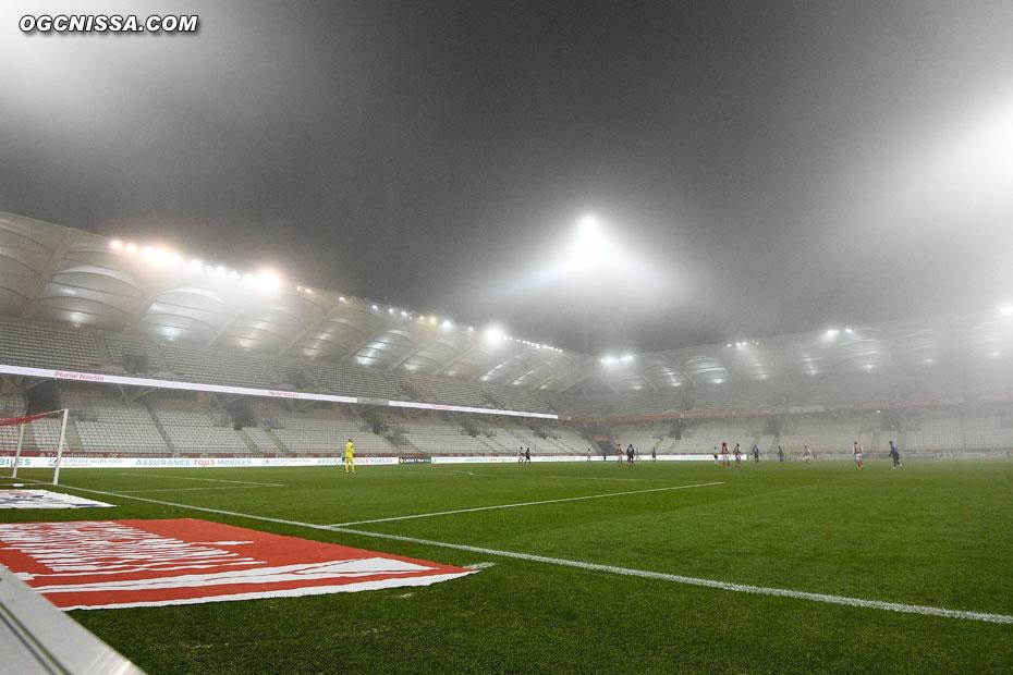 La rencontre Reims - Nice débute sous le brouillard