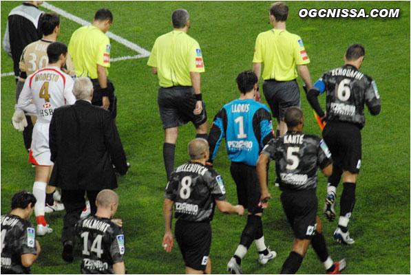 L'entrée des équipes