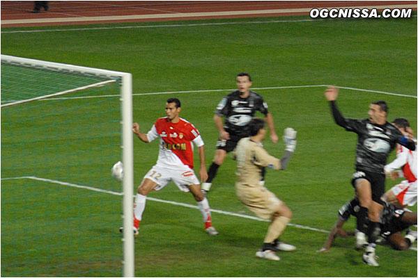 Bamogo ouvre le score... de la main