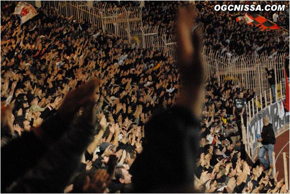 Les chants des supporters niçois ne cessent de gronder