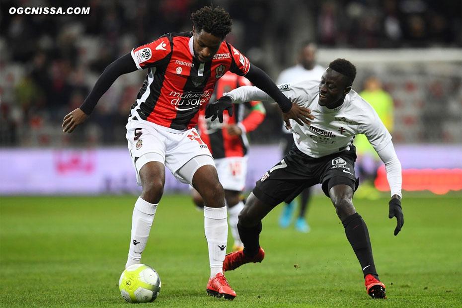 Adrien Tameze est titulaire pour ce match