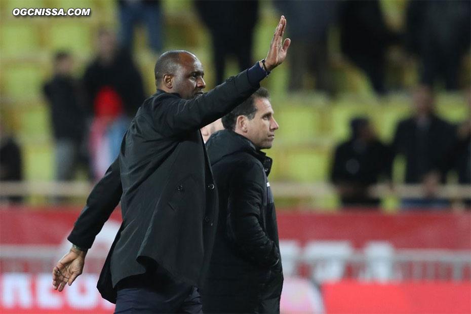 C'est terminé. Match nul 1 but partout. Patrick Vieira et Frédéric Gioria vont saluer les supporters
