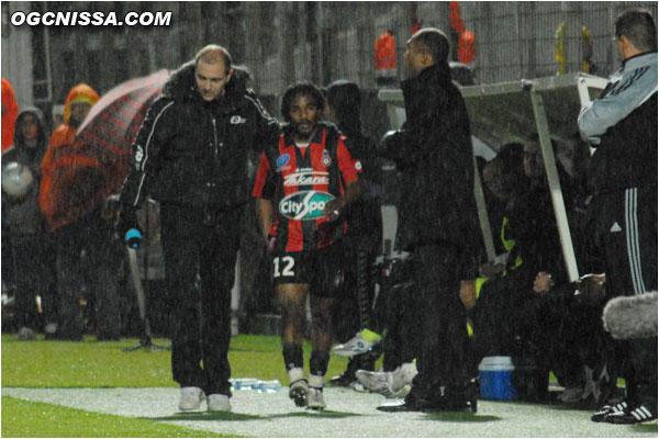 Baky Koné quitte rapidement ses coéquipiers sur blessure
