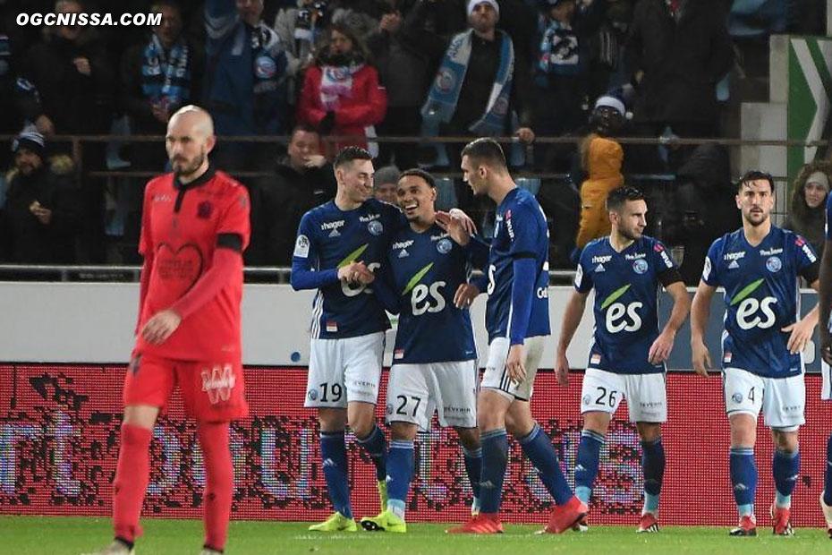 Strasbourg mène 2 à 0 à la pause