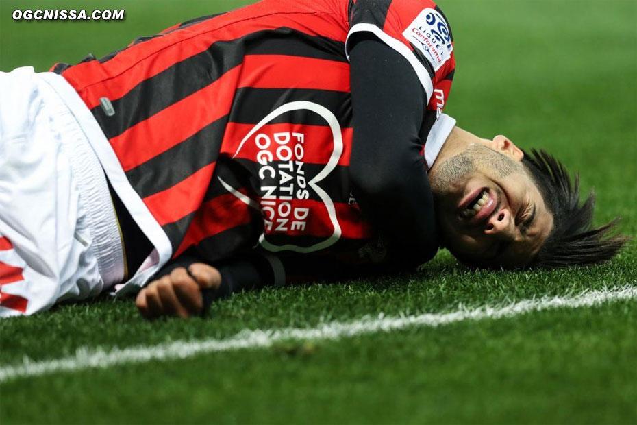 Bassem Srarfi ne passera que 8 minutes sur la pelouse, blessé à l'épaule