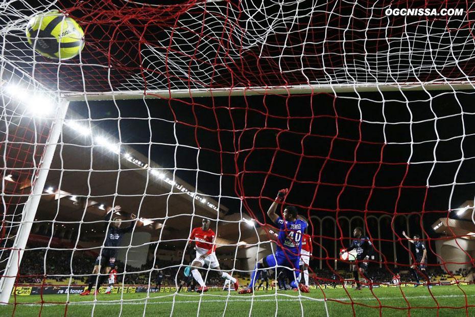 Monaco ouvre le score