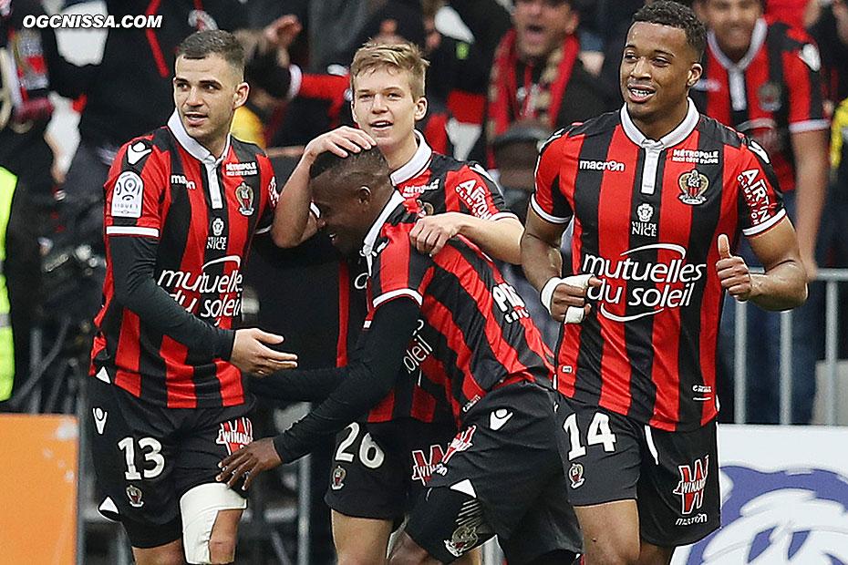 Valentin Eysseric, Jean-Michael Seri, Vincent Koziello et Alassane Pléa ménent 2 - 0 à la pause
