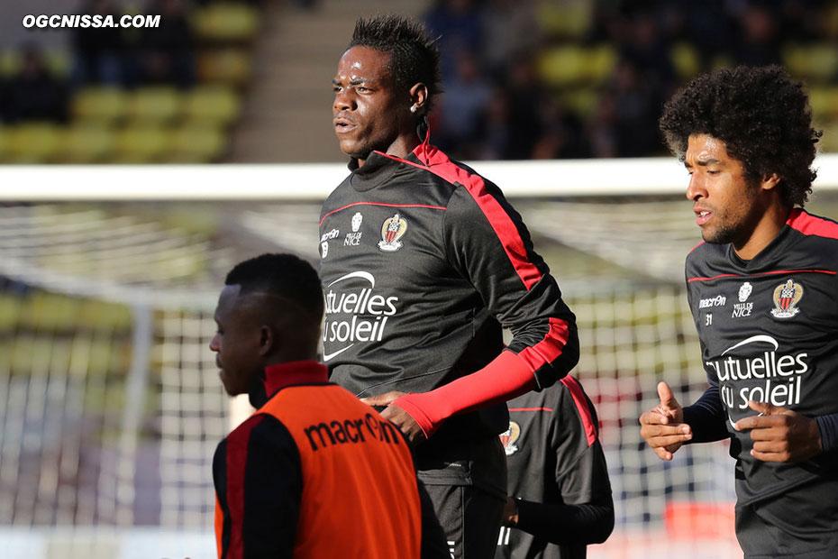 Mario Balotelli et Dante Bonfim à l'échauffement