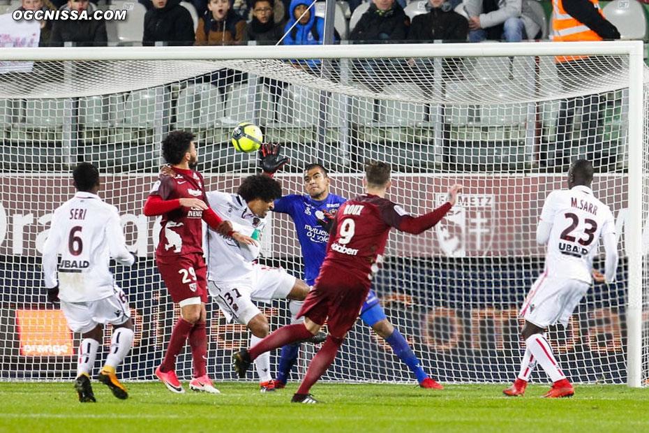 Metz reprend l'avantage par un doublé de Nolan Roux
