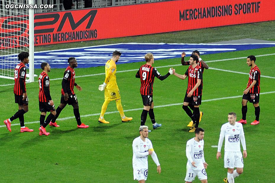 La joie du groupe. 1 à 0 pour Nice